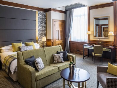 ABode Glasgow - spacious room with attractive decor